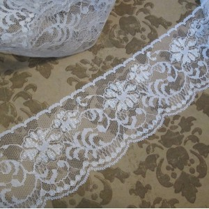 Snowy Ornate Scalloped Flower Lace