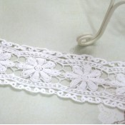 Antique White Daisy Lace - 1yd